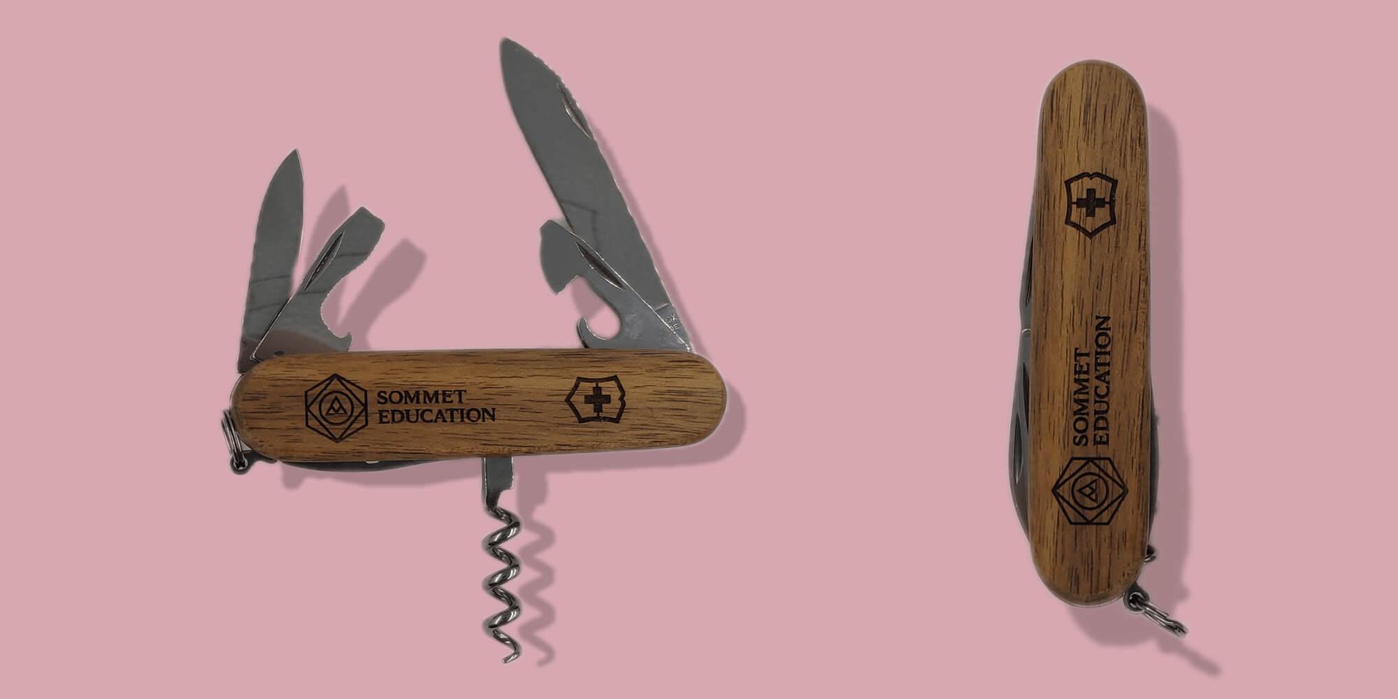 Couteau-Suisse en bois